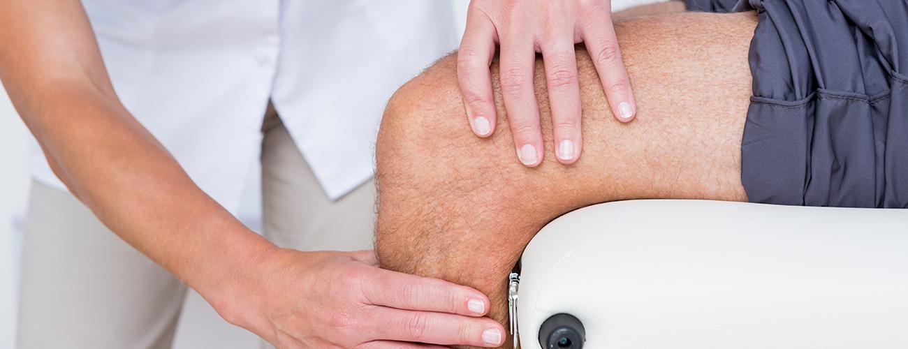 Está sentindo dores nos joelhos? Esforçou-se mais do que deveria em alguma atividade física? Então é hora de procurar a orientação profissional de um fisioterapeuta e descubra qual é o melhor tratamento para seu caso.