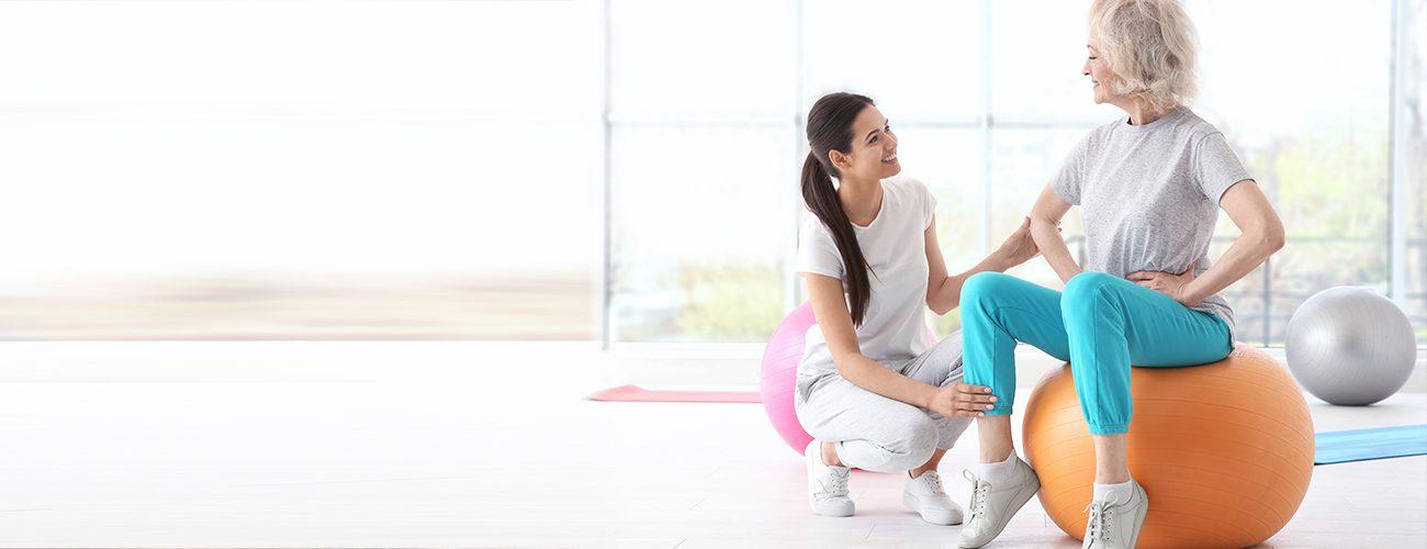 Você sabia que a fisioterapia pode prevenir ou reduzir os sintomas decorrentes do envelhecimento? Com o passar dos anos, o organismo se torna menos adaptável ao meio ambiente e mais propenso (vulnerável) a lesões e doenças inerentes ao avanço da idade. Veja como proceder.